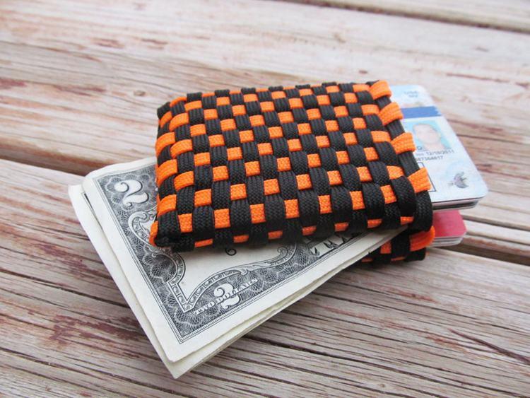 29. DIY Paracord Wallet