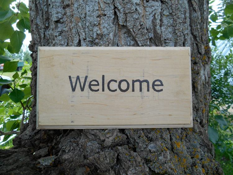 9. DIY Simple Welcome Sign