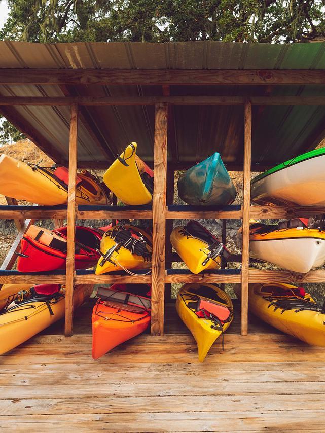 11 Tips & Tricks to store a kayak