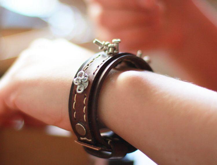 DIY Magnetic Leather Bracelet