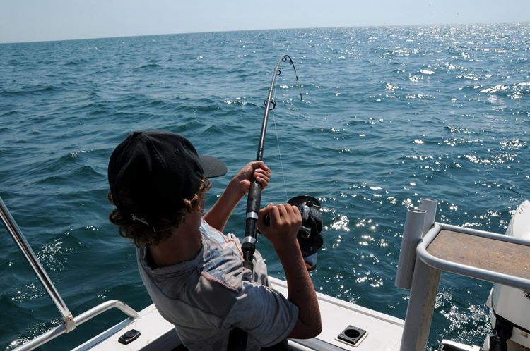 How To Hold A Fishing Rod-1